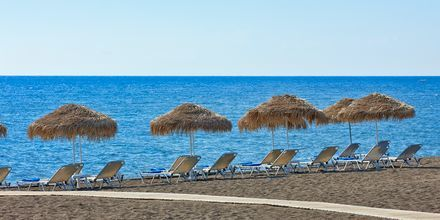 Stranden ved hotel Santo Miramare Resort på Santorini, Grækenland.