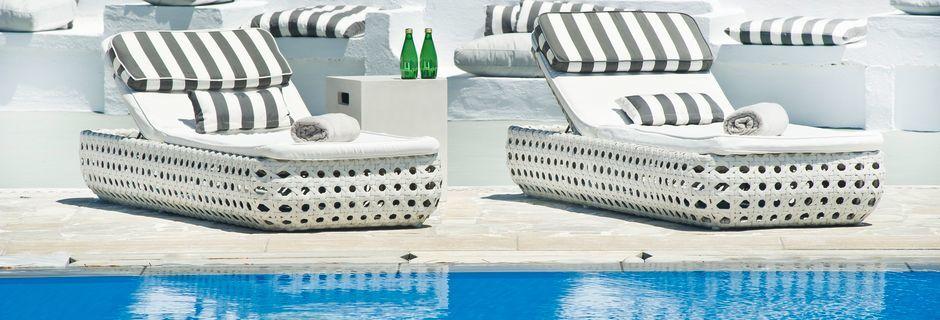 Pool på hotel Santorini Palace på Santorini.