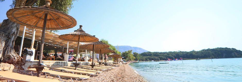 Stranden ved Hotel Scheria Island i Dassia på Korfu, Grækenland.