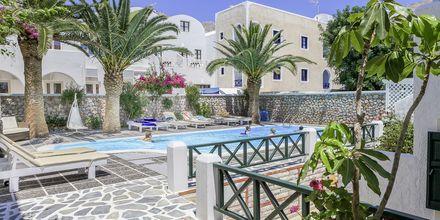 Poolen på Hotel Sellada Beach på Santorini, Grækenland.