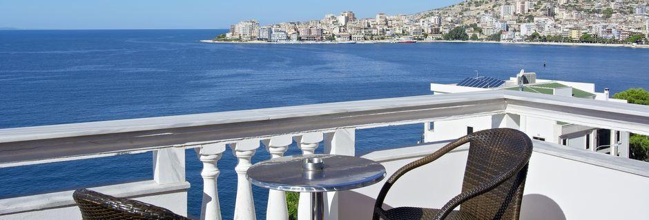 Dobbeltværelse med balkon og havudsigt på Hotel Serxhio i Saranda, Albanien