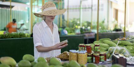 Markedet Victoria på Mahé, eller Sir Selwyn Selwyn Clarke Market, som det i virkeligheden hedder, er populært blandt lokalbefolkningen.