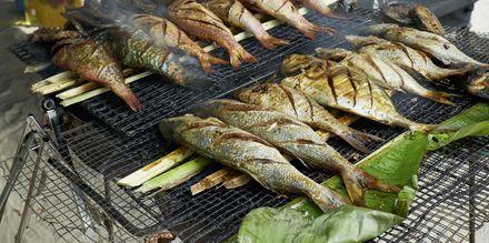 Maden i Seychellerne består meget af frisk fanget fisk og skaldyr - ofte grillet og serveret med grøntsager eller frugt.