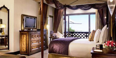 Deluxe-værelse på Sharq Village & Spa i Doha, Qatar.