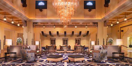 Lobby og reception på Sharq Village & Spa i Doha, Qatar.