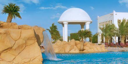 Fontæne i den store pool på Sharq Village & Spa i Doha, Qatar.