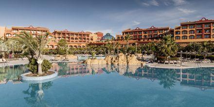 Poolområdet på Hotel Sheraton Fuerteventura Beach, Golf & Spa Resort på Fuerteventura, De Kanariske Øer, Spanien.