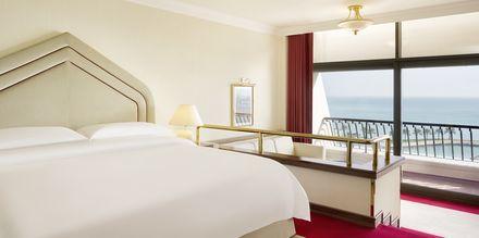 Deluxe-værelse på Sheraton Grand Doha Resort i Doha, Qatar.