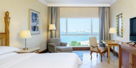 Deluxe-værelser på Sheraton Jumeirah Beach Resort i Dubai, De Forenede Arabiske Emirater.