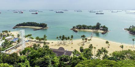På øen Sentosa, udenfor Singapores bykerne, kan du bade og sole hele dagen.