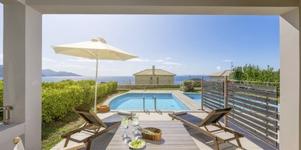 Privat pool ved bungalower på Sivota Diamond, Grækenland.