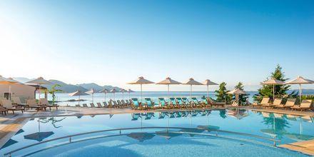 Poolområdet på Sivota Diamond Spa Resort, Grækenland.