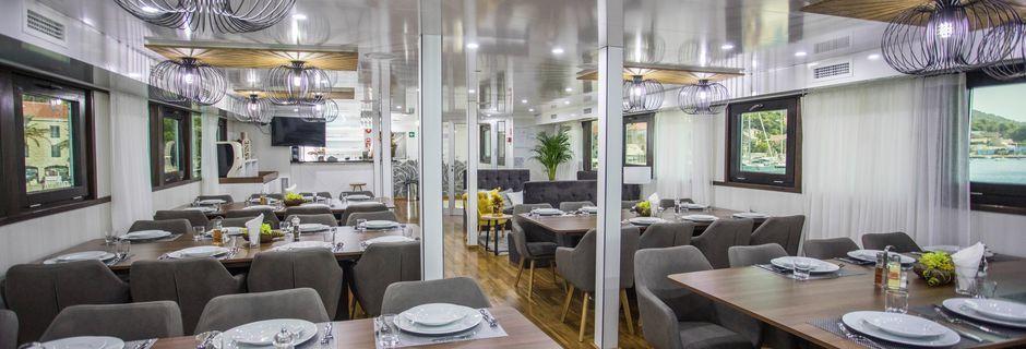 Den lyse og moderne restauranten på Arca