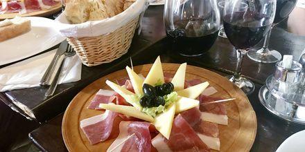På Premiumrejsen Basis og Mad & Vin er der inkluderet en kroatisk aften.