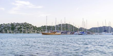 Sejl langs med den tyrkiske skærgård i en traditionel træbåd.