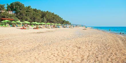 I Skala på Kefalonia er der en tre kilometer lang strand.
