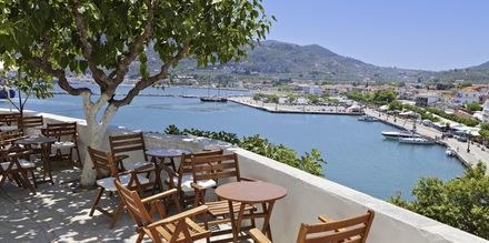 Udsigt over Skopelos by, Grækenland.