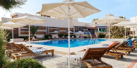 Poolområde på Hotel Ideal Beach på Kreta, Grækenland.