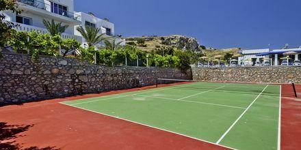Tennisbane på Hotel Sound of The Sea på Karpathos, Grækenland.