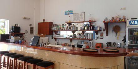 Bar på Hotel Sound of The Sea på Karpathos, Grækenland.