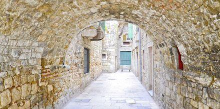 Smalle gader i Split i Kroatien.