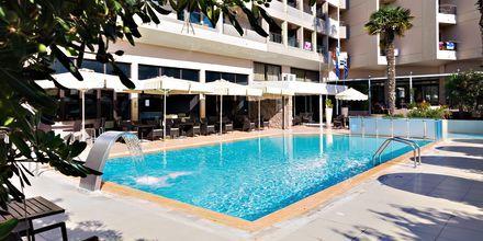 Poolområde på Hotel St Constantine på Kos, Grækenland.