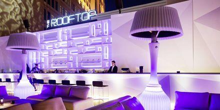 Bar på tagterrassen på St Regis Doha i Doha, Qatar