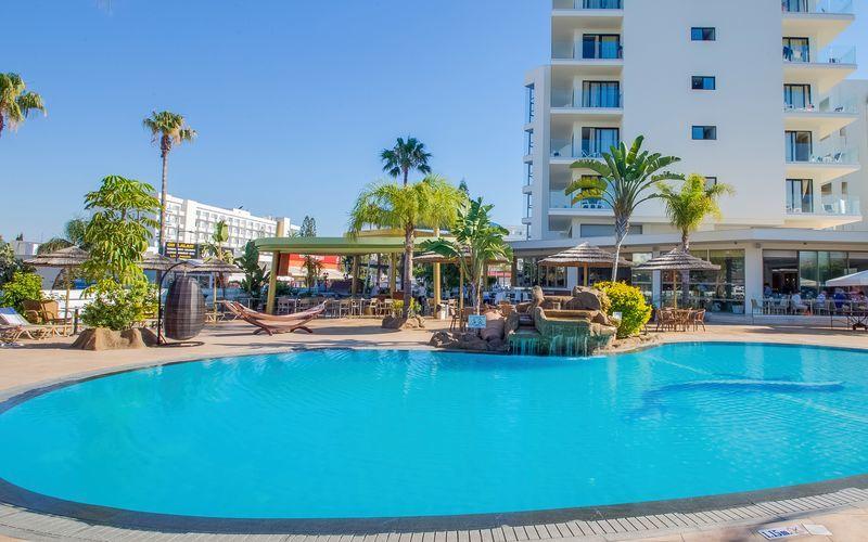Poolområde på hotel Stamatia, Ayia Napa.