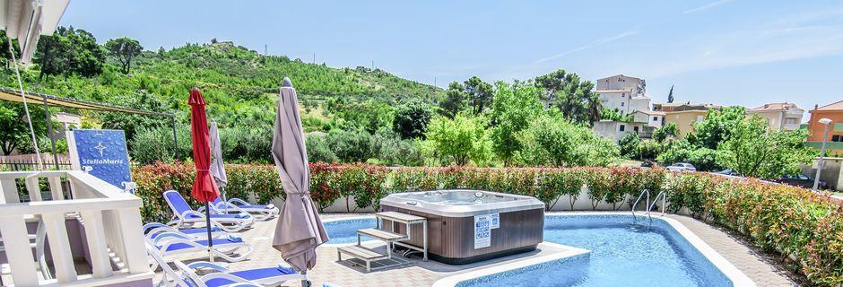Poolområdet på Hotel Stella Maris i Makarska Riviera, Promajna