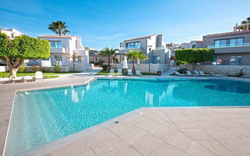 Poolområdet på Stellina Village Resort på Kreta, Grækenland