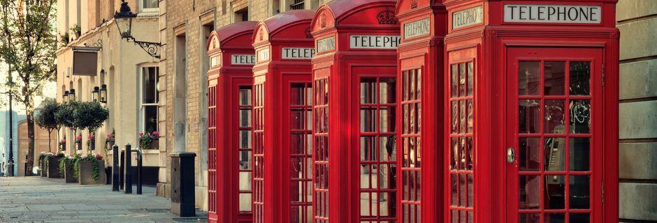 Klassiske røde telefonbokse i London.
