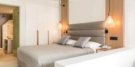 Dobbeltværelse på Hotel Strogili på Santorini, Grækenland.