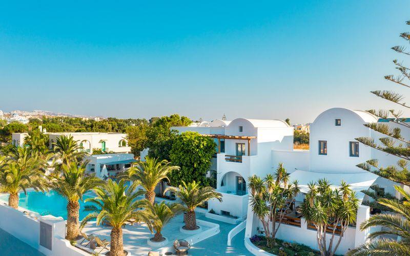 Poolområde på Hotel Strogili på Santorini, Grækenland.