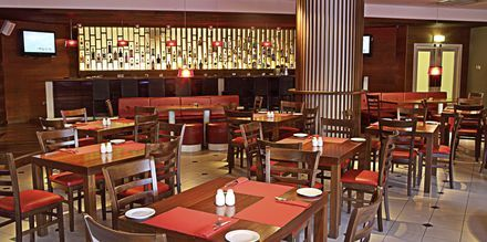 Restaurant The Reef på Sunrise Beach i Fig Tree Bay, Cypern.