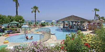 Poolområdet på Sunrise Beach i Fig Tree Bay, Cypern.