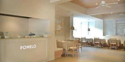 Restaurant Pomelo på hotel Sunrise Garden i Fig Tree Bay, Cypern.