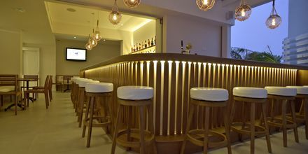 Bar på hotel Sunrise Garden i Fig Tree Bay, Cypern.