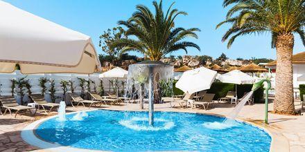 Poolområde på hotel Sunrise Garden i Fig Tree Bay, Cypern.