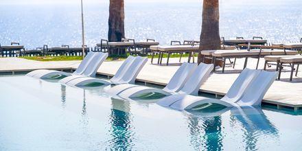 Poolområde på hotel Sunrise Jade i Fig Tree Bay, Cypern