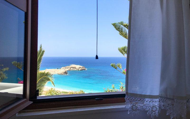 Udsigt fra Hotel Sunset i Lefkos på Karpathos, Grækenland.