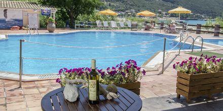 Poolområde på Hotel Sunwaves i Vassiliki på Lefkas.