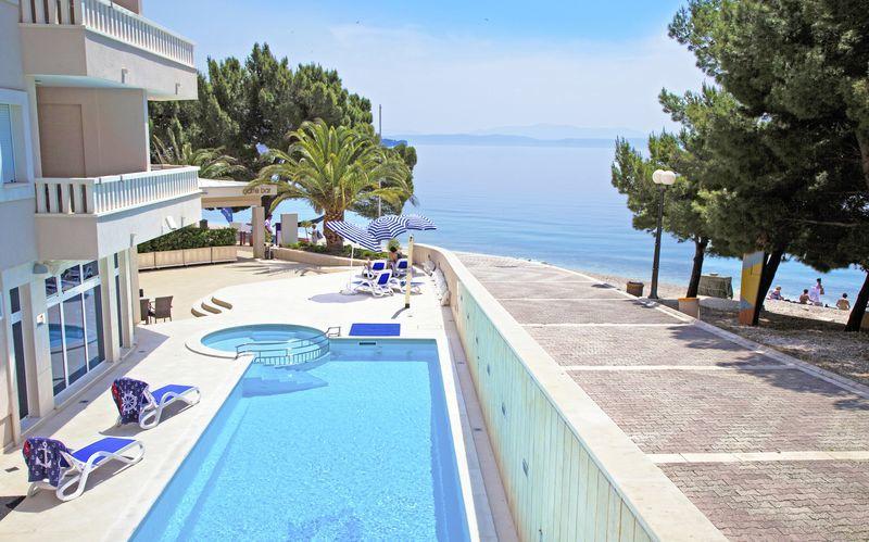 Pool på hotel Tamaris i Tucepi på Markaska riviera