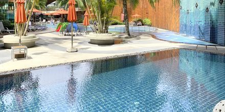Pool på Hotel The Beach Heights i Phuket, Thailand.