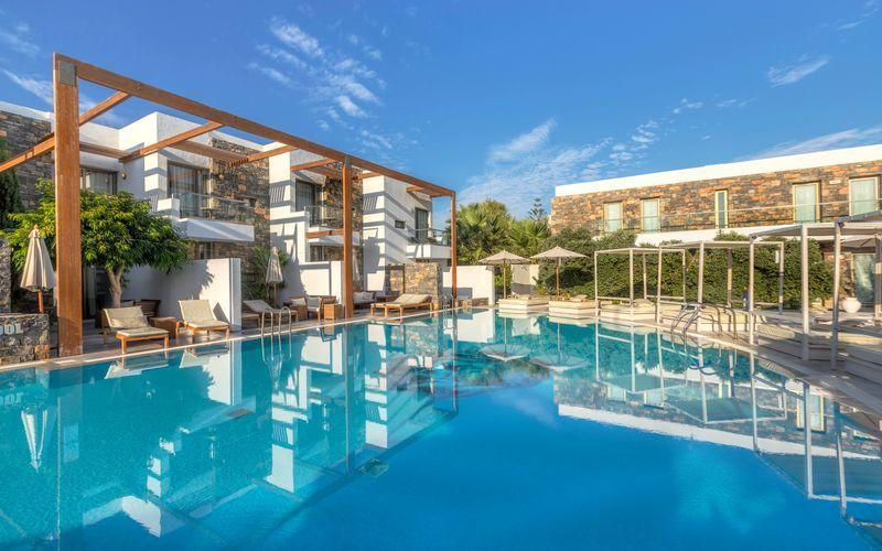 Poolområde på The Island på Kreta, Grækenland.