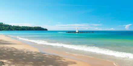 Stranden ved hotel The Leaf Oceanside i Khao Lak i Thailand