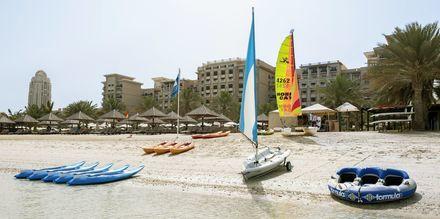 Vandsport på stranden ved The Westin Dubai Mina Seyahi i Dubai