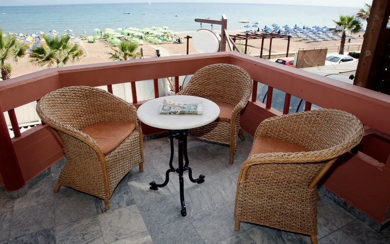 Balkon på Hotel Theo på Kreta, Grækenland.