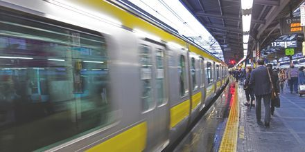Metroen i Tokyo tager dig på kryds og tværs i hele byen.