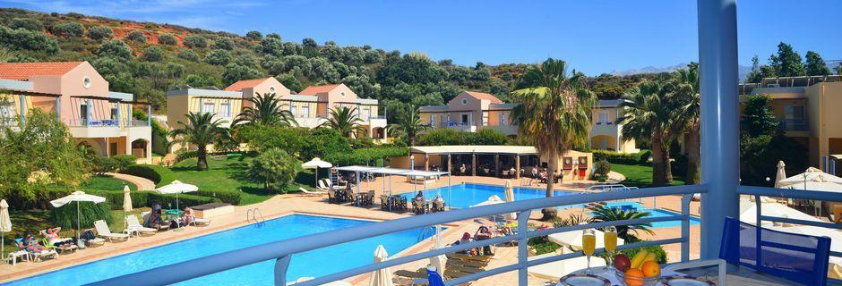 Poolområdet ved hotel Triton på Kreta, Grækenland.