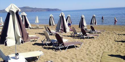 Stranden ved Hotel Tropicana på Kreta, Grækenland.